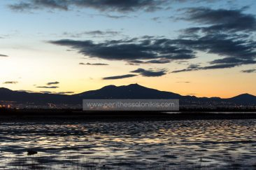 Shortly before sunrise Thessaloniki is still asleep. Behind the city, the mountain of the town Chortiatis.  The lagoon of Kalochori, Thessaloniki / Greece, 25.04.2016. © Aris Papadopoulos