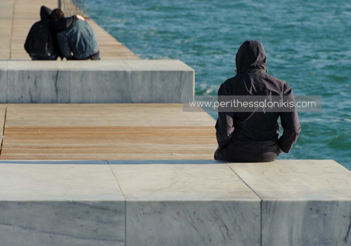 Liebe an der Promenade von Thessaloniki / Griechenland mit Blick auf den Thermaischen Golf. © Aris Papadopoulos