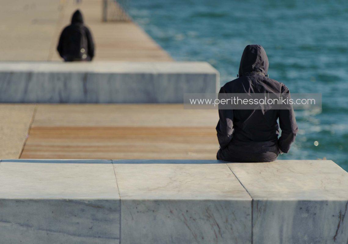 Έρωτας στην παραλία της Θεσσαλονίκης, Ελλάδα, με θέα τον Θερμαικό Κόλπο. © Aris Papadopoulos