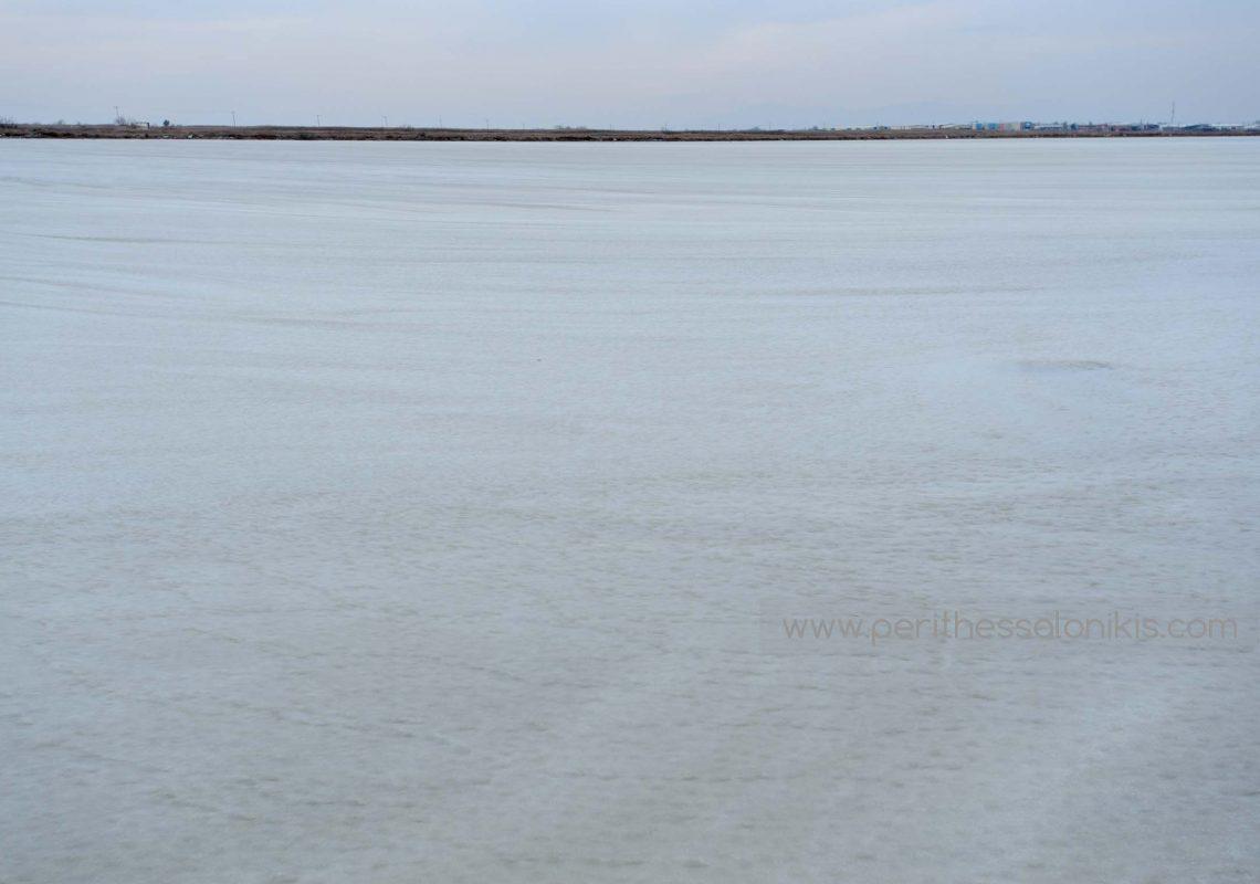 Die Lagune in Kalochori ist eingefroren