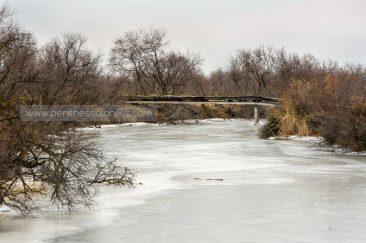 Die gleiche Brücke im Januar 2017, als der Fluss zugefroren war. © Aris Papadopoulos